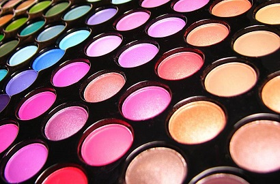 Canada Restricts Pigment Red 4 in Cosmetics