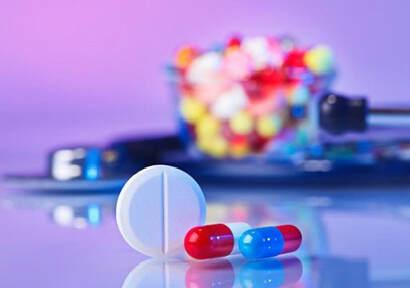 美媒:药业巨头在华首发药品 先于美国人用上新药