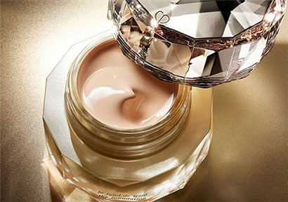 Vietnam's middle class has grown and Korea's high-end cosmetics increased