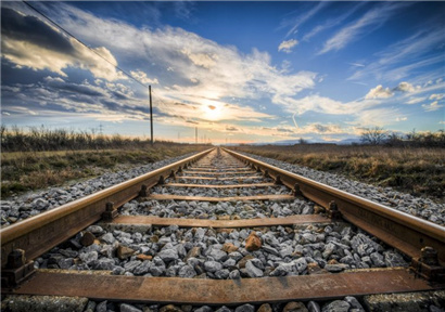 Railway investment amounted to 322 billion yuan in the first half of the year.