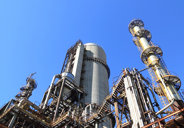 China's chemical raw materials & products manufacturing industry down 17.7%